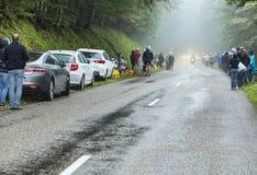 Dåligt väder på vägarna av Le-Tour de France 2014 Fotografering för Bildbyråer