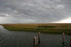 Dåligt väder som kommer på träsket Arkivfoton