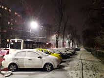 Dåligt vinterväder i staden Arkivbilder