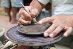 Dé a cerámica del arte el estilo tailandés en la isla Tailandia del kret de la KOH Fotos de archivo