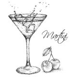 Dé el cóctel exhausto de martini en vidrio con la cereza Ilustración del vector Imagen de archivo libre de regalías