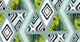Dé el collage tropical inconsútil texturizado exhausto del modelo del extracto del vector a pulso con el adorno de la cebra, text Foto de archivo