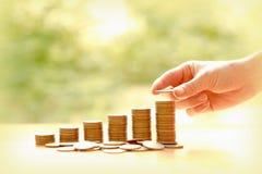 Dé el donante de monedas en pila, negocio y finanzas imagen de archivo libre de regalías