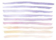 Dé el fondo real exhausto de la acuarela del cielo azul y violeta con las nubes de cúmulo blancas stock de ilustración