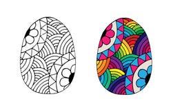 Dé el huevo de Pascua exhausto con la flor del color del arco iris Foto de archivo libre de regalías
