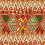 Dé el modelo inconsútil colorido étnico tribal exhausto en fondo anaranjado Foto de archivo