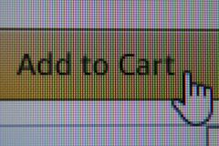 Dé el ratón que el cursor encendido añade al botón del carro fotografía de archivo