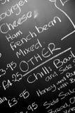 Dé el tablero escrito del menú de la tiza featureing los diversos ingredientes Fotografía de archivo libre de regalías