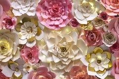 Dé la pared hecha a mano de las flores para su día de boda Fotografía de archivo