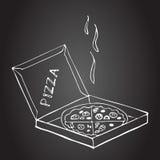 Dé la pizza exhausta en caja en una pizarra Fotografía de archivo