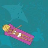 Dé la señora exhausta que miente en el colchón en el mar Imagenes de archivo