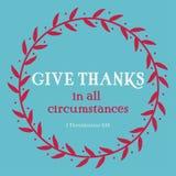 Dé las gracias en todo el verso de las circunstancias en círculo rojo de la flora en fondo azul Arte del cristianismo con 1 5:18  Imágenes de archivo libres de regalías