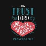 Dé las letras con confianza del verso de la biblia en el señor con su corazón en fondo negro stock de ilustración