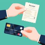 Dé llevar a cabo el recibo y dé sostener la tarjeta de crédito Concepto Cashless del pago Ejemplo aislado vector plano del diseño ilustración del vector