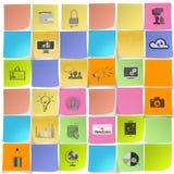 Dé los iconos exhaustos de la estrategia empresarial en nota pegajosa Imagen de archivo libre de regalías