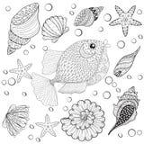 Dé los pescados exhaustos del zentangle con las cáscaras del mar para la tensión anti adulta Foto de archivo