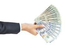 Dé sostener el dinero - los dólares de Estados Unidos o las cuentas de USD Fotos de archivo libres de regalías