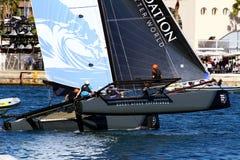 Dé vuelta al equipo de la marea de entrenamiento de los catamaranes de ProAM 32 Foto de archivo