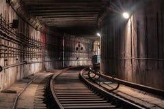 Dé vuelta en el túnel del subterráneo fotografía de archivo
