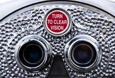 Dé vuelta para borrar la visión - prismáticos de la paga Foto de archivo