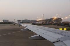 Débarquement à l'aéroport de Pudong à Changhaï Images stock