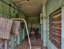 Débarquement abandonné de corneilles de bâtiment de soutien d'aéroport Images stock