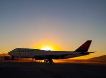 Débarquement de 747-400 Photographie stock libre de droits