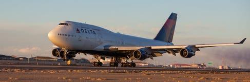 Débarquement de 747-400 Photos libres de droits