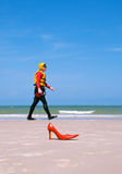 Débarquement sur plage pour un homme de mode Photo libre de droits