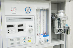 Débitmètre sur la machine médicale d'anesthésique d'hôpital Photographie stock libre de droits