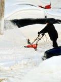 Déblaiement de neige après une tempête de neige de l'hiver Images libres de droits