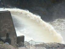 Débordement de l'eau de barrage Image libre de droits