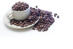 débordement rempli de cuvette de café d'haricots Photos stock
