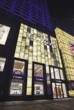 Débouché de luxe de Cartier la nuit, Dalian, Chine Photo stock