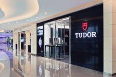 Débouché de Tudor dans un centre commercial brillant, Changhaï, Chine image libre de droits