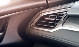 Débouché moderne d'état d'air de voiture avec l'effet de la lumière et la copie de fusée photographie stock