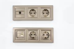 Débouchés électriques entrés pour la TV et l'Internet Photo stock