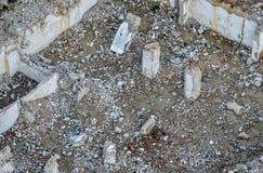 Débris de construction, briques de déchets et matériel de rebut de maison démolie Photographie stock libre de droits