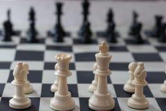Début d'échecs prêt à jouer image stock