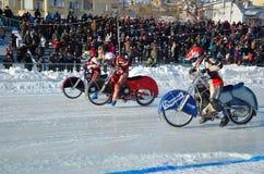 Début de concurrents de speed-way de glace Photographie stock