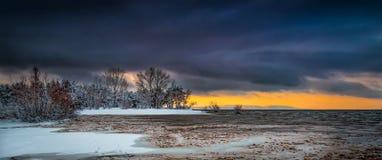 Début de la matinée avec la première neige Photo stock
