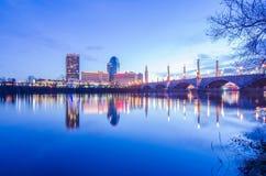 Début de la matinée d'horizon de ville de Springfield le Massachusetts Photographie stock libre de droits