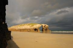 Début de la matinée en plage de Catedrales de llas Image stock