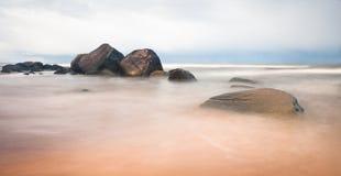 Début de la matinée en plage de mer baltique Photos libres de droits