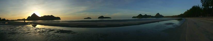 Début de la matinée, lever de soleil au-dessus de mer Photo stock