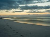 Début de la matinée sur la plage fausse de baie - 6 Image libre de droits