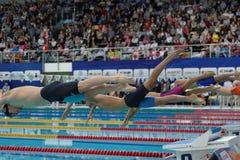 Début de la natation de style libre pendant la tasse de Salnikov Photographie stock libre de droits