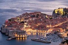 Début de soirée de centre historique de Dubrovnik images libres de droits