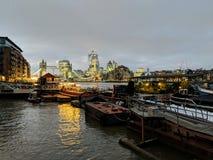 Début de soirée de Londres photographie stock libre de droits
