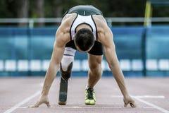 Début explosif d'athlète avec l'handicap Images stock